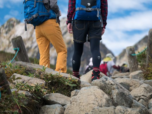 北アルプスを歩く女性