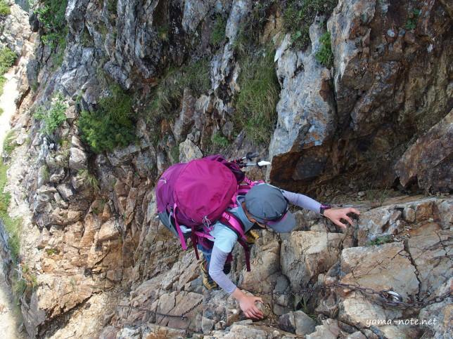 三段登りの壁