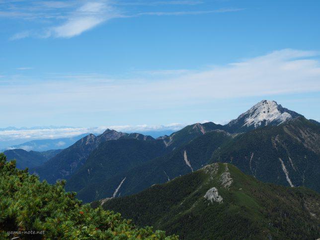 南アルプス北岳から観た甲斐駒ケ岳・仙丈ケ岳