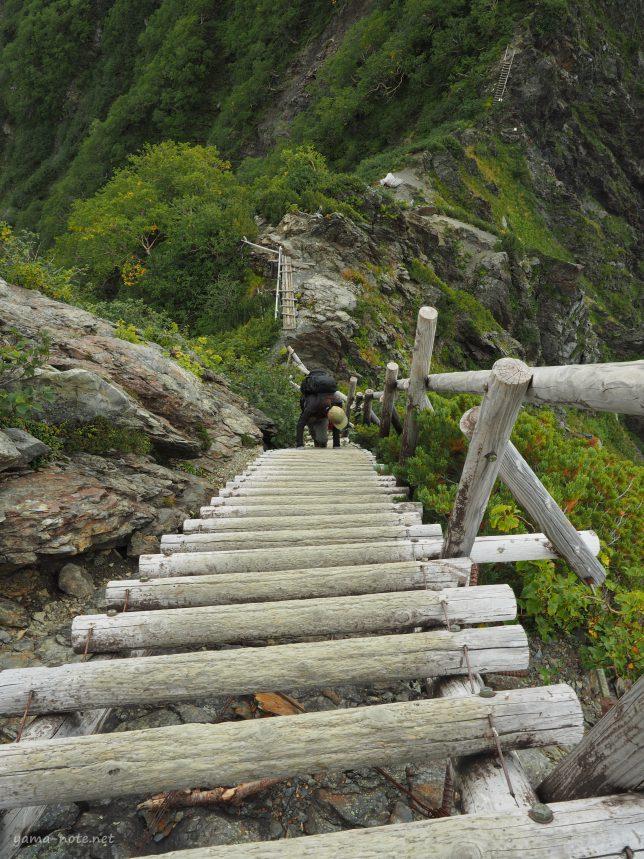 南アルプス北岳の長い梯子